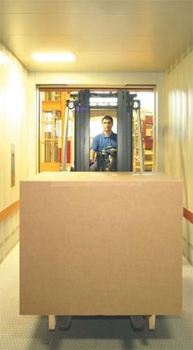 elevador-monta-cargas-acompanhado