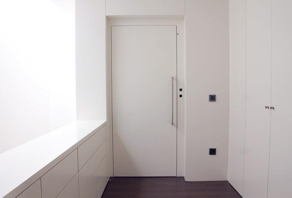 Exemplo de como a porta do elevador pode ficar totalmente impercetível